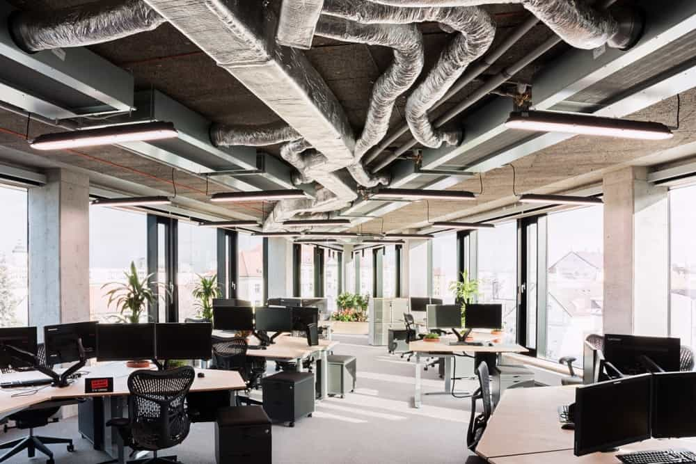 THINGS YOU SHOULD CONSIDER WHEN CONSTRUCTING OFFICE FURNITURE